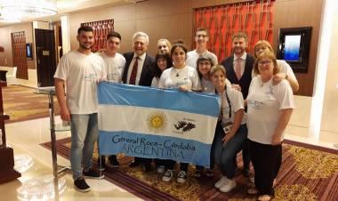 El Embajador argentino en Abu Dhabi, Agustín Molina Arambarri se reunió con la Delegación del Inst. Priv. Prov. José Hernández.