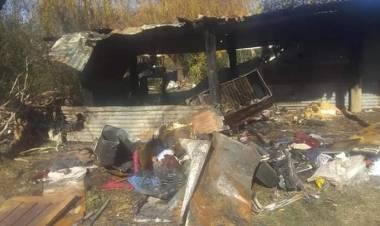 Salida de Bomberos: Se incendió un galponcito en una vivienda de Gral. Roca.